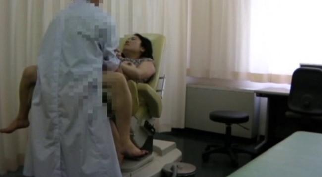 【おっぱい】優しいお医者さんはとんでもない変態医師!麻酔で眠らされてわいせつ行為をされてしまう女性たちのおっぱい画像がエロすぎる!【30枚】 30