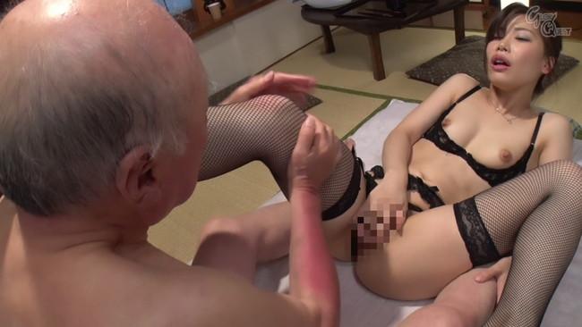 【おっぱい】知的で清楚な璃子は一見平凡な主婦だが、実は性欲の強いムッツリ嫁のおっぱい画像がエロすぎる!【30枚】 09