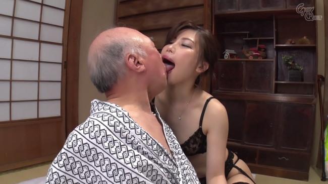 【おっぱい】知的で清楚な璃子は一見平凡な主婦だが、実は性欲の強いムッツリ嫁のおっぱい画像がエロすぎる!【30枚】 10