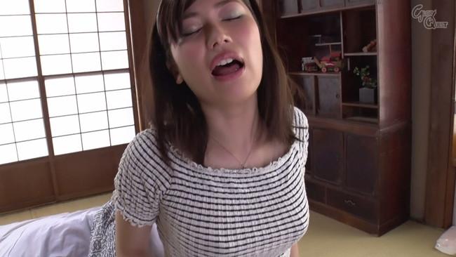 【おっぱい】知的で清楚な璃子は一見平凡な主婦だが、実は性欲の強いムッツリ嫁のおっぱい画像がエロすぎる!【30枚】 14