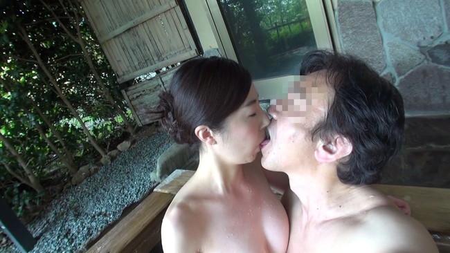 【おっぱい】夫以外の男性に裸体を晒すどこにでもいる普通の人妻さんのおっぱい画像がエロすぎる!【30枚】