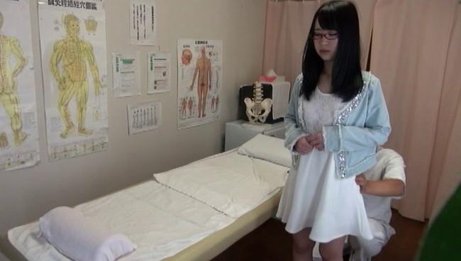 【おっぱい】悪徳整体治療院での猥褻施術でイキまくってしまう女性たちのおっぱい画像がエロすぎる!【30枚】 15