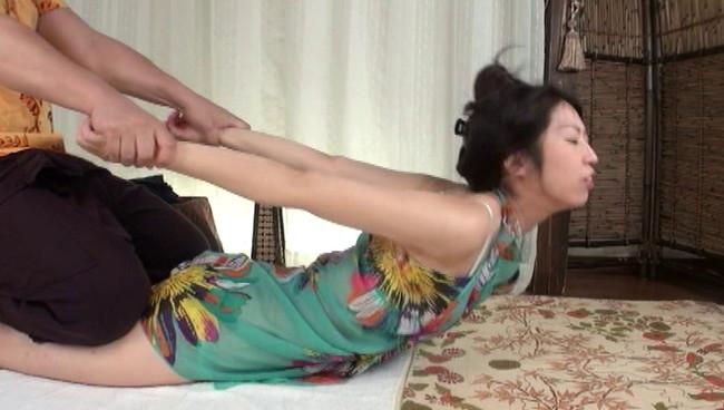 【おっぱい】アジア風リゾートマッサージで卑猥施術を施されてしまう人妻さんたちのおっぱい画像がエロすぎる!【30枚】 04