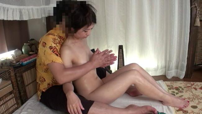 【おっぱい】アジア風リゾートマッサージで卑猥施術を施されてしまう人妻さんたちのおっぱい画像がエロすぎる!【30枚】 26