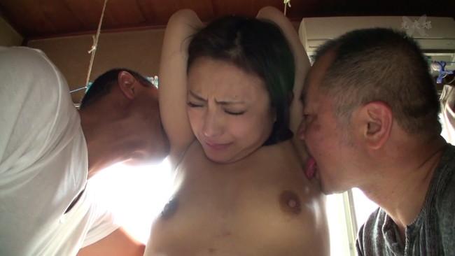 【おっぱい】義父の卑猥な舌に犯されてしまって罠にハメられてしまう人妻さんのおっぱい画像がエロすぎる!【30枚】 25