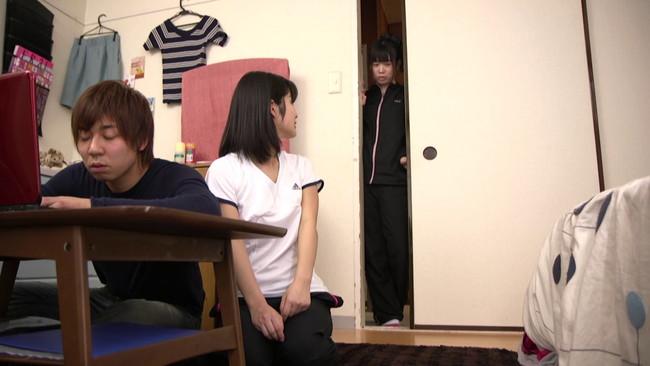 【おっぱい】彼女がいるのにそのそばでお構いなしにエッチをされてしまう彼女の親友の女の子のおっぱい画像がエロすぎる!【30枚】 17