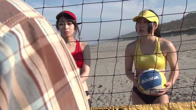 【おっぱい】引き締まったボディにクイ込むビキニ!太陽と青空の下ビーチFUCKを賭けて対決するビーチバレー選手のおっぱい画像がエロすぎる!【30枚】 01