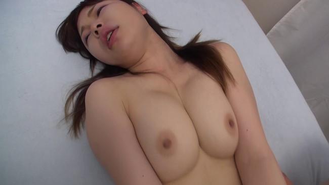 【おっぱい】簡単にセックスをハメ撮りもOKしちゃうような若妻さんのおっぱい画像がエロすぎる!【30枚】 23