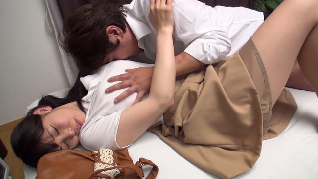 【おっぱい】ナンパで捕まえちゃった介護士の三十路の美しい人妻さんのおっぱい画像がエロすぎる!【30枚】 04