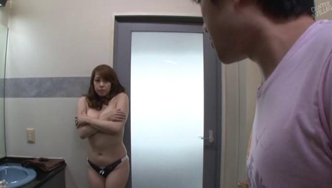 【おっぱい】生着替えの色香に惑わされ濃厚セックスしちゃう熟れた人妻さんたちのおっぱい画像がエロすぎる!【30枚】 28