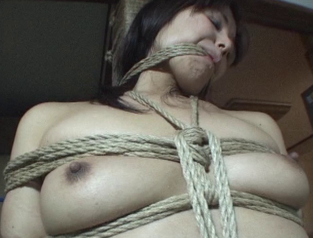 【おっぱい】緊縛を色っぽくおねだりしちゃって、エロい姿になってしまっている全裸美女たちのおっぱい画像がエロすぎる!【30枚】 19