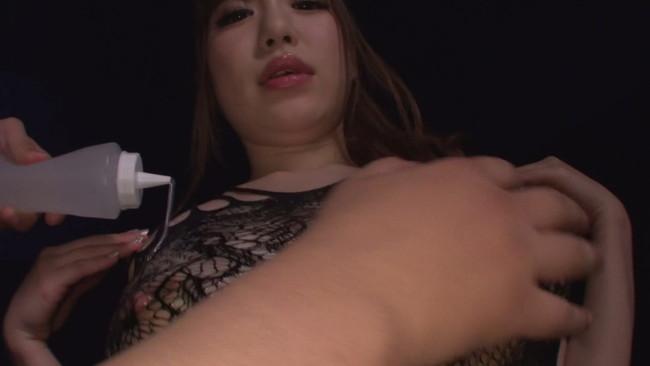 【おっぱい】ぴったりしたコスプレ姿で巨乳をアピールしまくって魅了するAV女優・河北はるなちゃんのおっぱい画像がエロすぎる!【30枚】 29