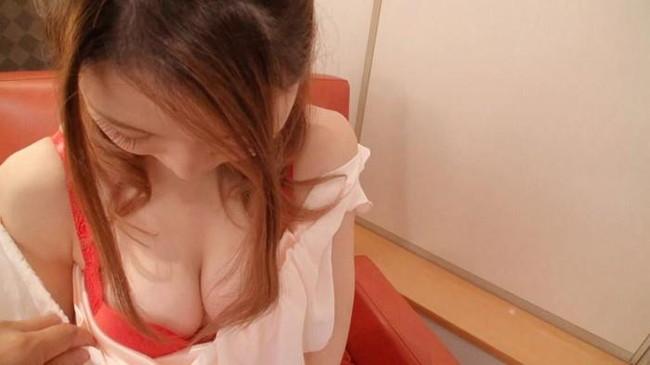 【おっぱい】赤い下着につつまれたおっぱいが美女のレベルをワンランクあげるエロさ【30枚】 01