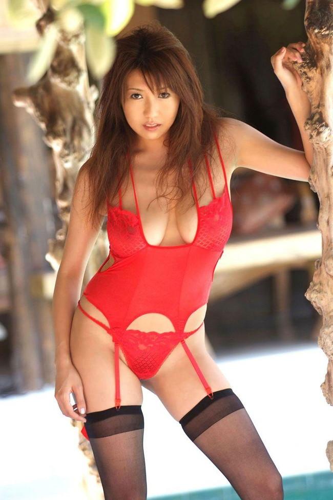 【おっぱい】赤い下着につつまれたおっぱいが美女のレベルをワンランクあげるエロさ【30枚】 16
