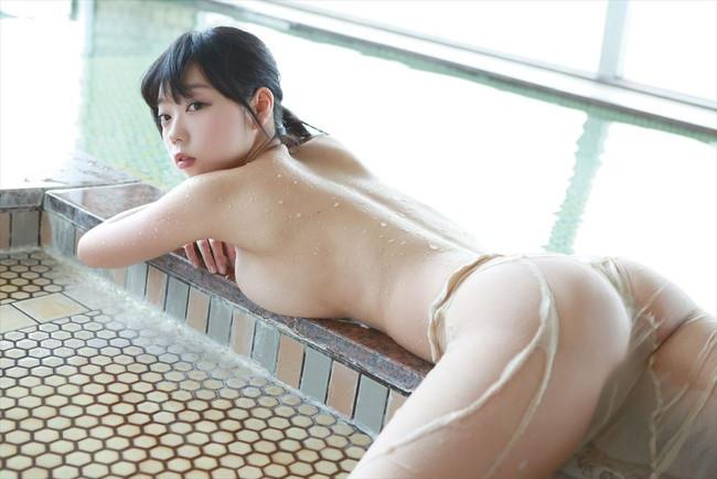 【おっぱい】爆乳美少女のおっぱいぷるぷる画像がエロすぎる【30枚】 09