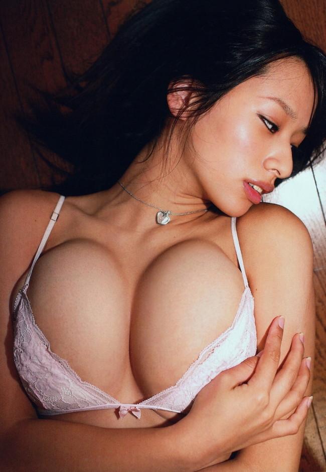 【おっぱい】爆乳美少女のおっぱいぷるぷる画像がエロすぎる【30枚】 29