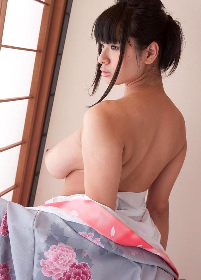 【おっぱい】着物姿の美女が露出したおっぱいが最高にエロすぎる【30枚】 06