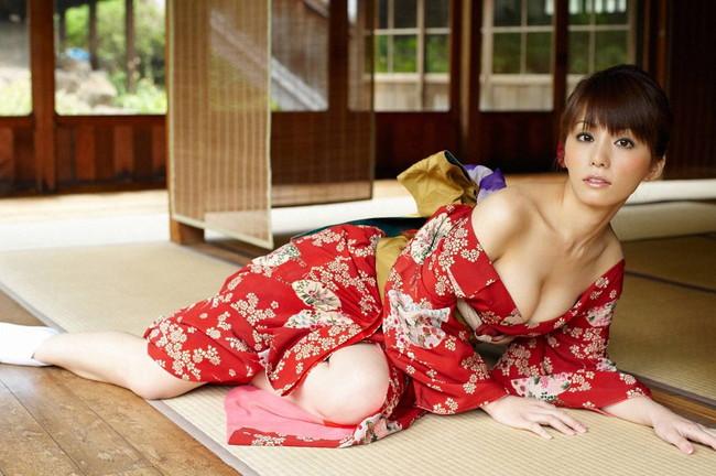 【おっぱい】着物姿の美女が露出したおっぱいが最高にエロすぎる【30枚】 14