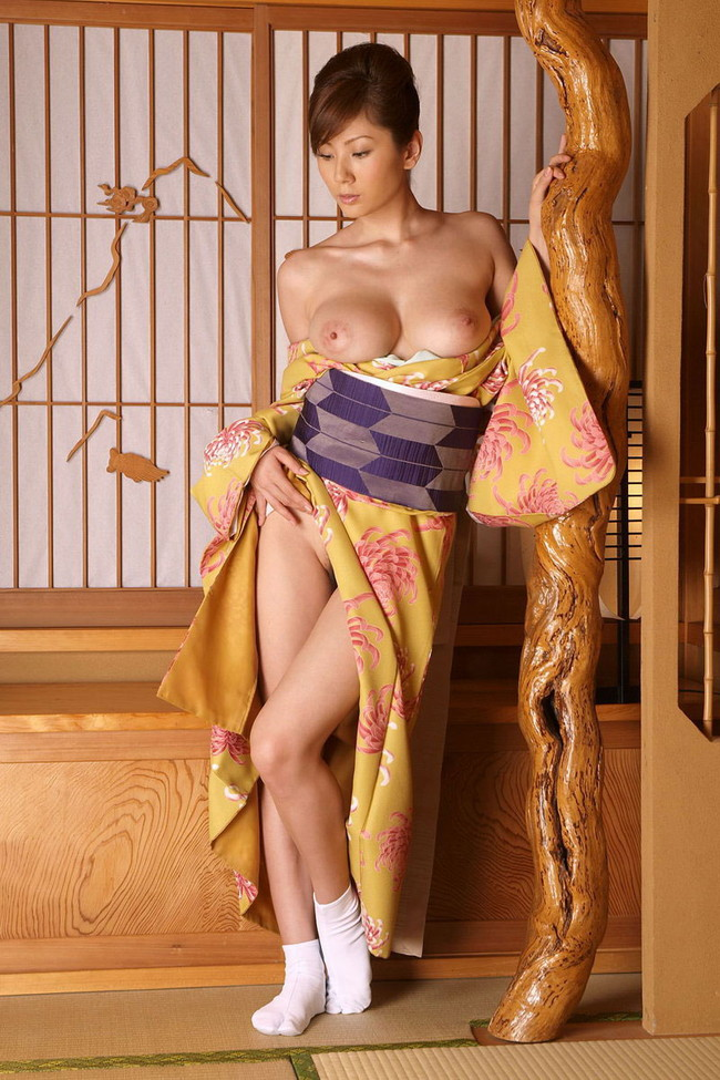【おっぱい】着物姿の美女が露出したおっぱいが最高にエロすぎる【30枚】 22