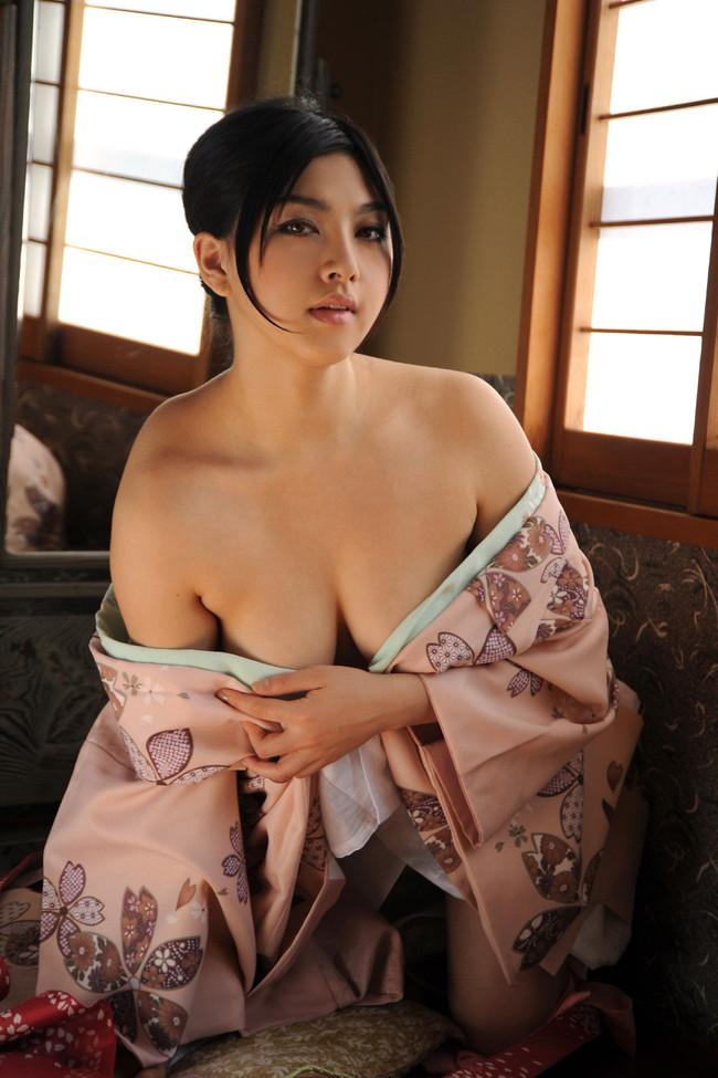 【おっぱい】着物姿の美女が露出したおっぱいが最高にエロすぎる【30枚】 26